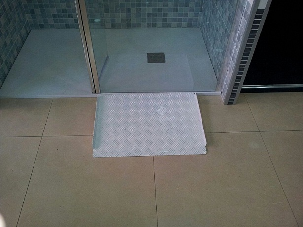 Adaptar plato ducha minusválidos. - DUCHAMANIA